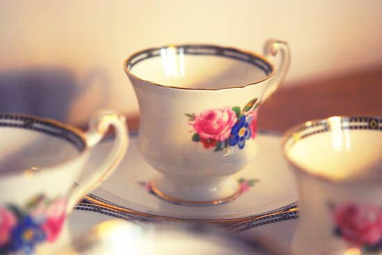 Tea cup by Claire Elford