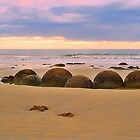 Moeraki Boulders, sunrise by Heike Richter