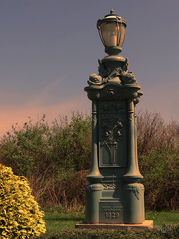 Old lamp post by vigor