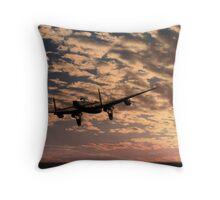 """""""Pro libertate"""" (106 Squadron RAF) Throw Pillow"""
