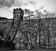 Derwent Dam by Lee  Gill