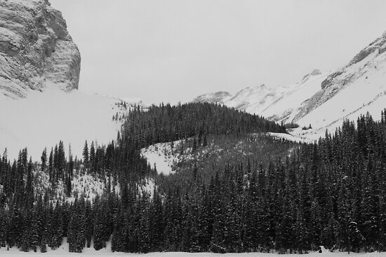 Rockies at Lilian Lake  by zumi