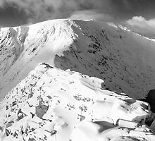 Striding Edge in winter. by Justin Foulkes