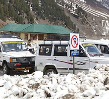 Tourist vehicles parked at the No Parking sign in Sonmarg by ashishagarwal74