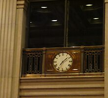 The clock strikes 9 past 7 by MarianBendeth