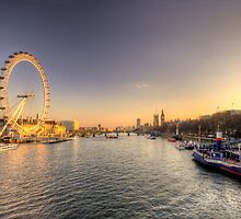 Millenium Wheel dusk  by Rob Hawkins