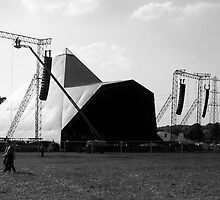 Pyramid Stage, Glastonbury Festival by lanesloo