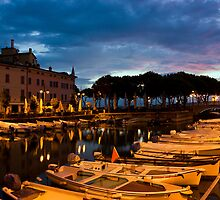 Desenzano Del Garda marina in the early morning. by kirilart