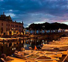 Desenzano Del Garda marina in the early morning. by kirilart