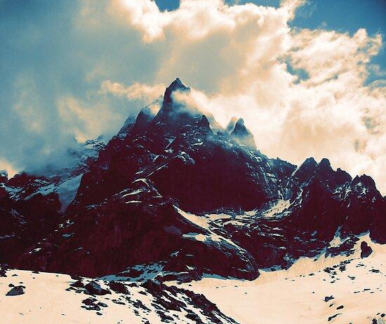 Cloudy Peak by etall