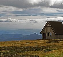 Pendergast Hut - Mt Buller, Victoria by Marilyn Harris