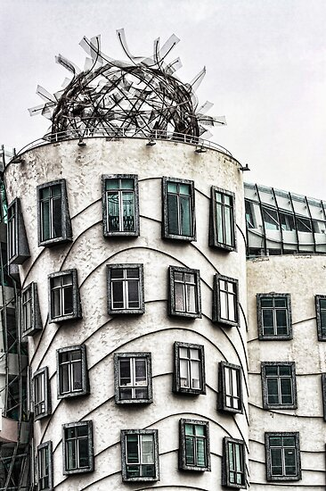 The Dancing Building in Prague by brijo