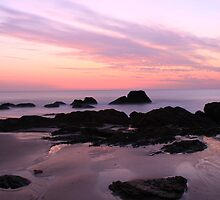 Early morning Etty Bay by chris Gray