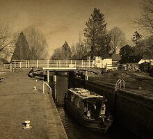 Narrowboat in Kintbury Lock by mlphoto