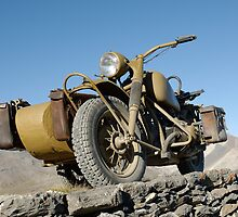 BMW R75 on top of Monte Jafferau by Frank Kletschkus