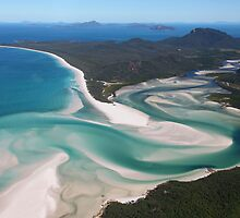 Whitehaven Beach by Sue  Fellows
