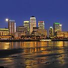 River Thames flowing past Canary Wharf by Frank Kletschkus