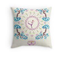 yoga garden V Throw Pillow