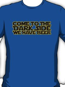 Come to the dark side we have beer (yellow black) T-Shirt