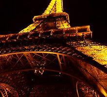 eiffel tower at night by maydaze