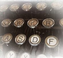 Antique typewriter by buttonpresser