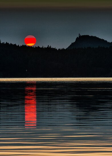 Moonset over Mayne Island by toby snelgrove  IPA