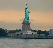 Statue of Liberty, New York by FangFeatures