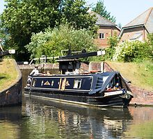 Hampshire Rose leaving Aldermaston Lock by Jim Hellier