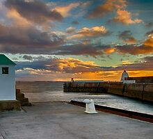 BURGHEAD - HARBOUR ENTRANCE SUNSET by JASPERIMAGE