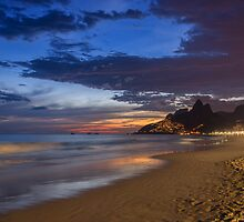 Ipanema twilight by Maurício Moreno