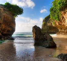 Uluwatu Beach by jaymephoto