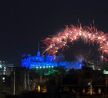 Fireworks over old Edinburgh by -Silus-