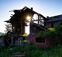Abandoned barn during sunset by Robert Wirth