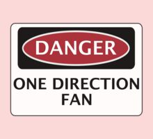 DANGER ONE DIRECTION FAN FAKE FUNNY SAFETY SIGN SIGNAGE Kids Clothes
