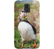 Puffin Building Nest in Scotland Treshnish Isles Vertical Print Samsung Galaxy Case/Skin