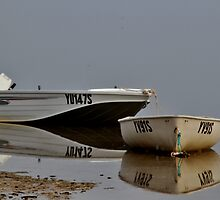 Look out behind. The 'Jaws' of the little boat world! by FBphotos