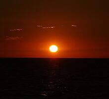 Sun setting into the sea by HongCherh
