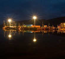 Ullapool harbour by night, Scotland by Gabor Pozsgai