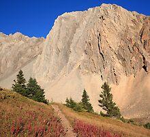 Trail under mountain by zumi
