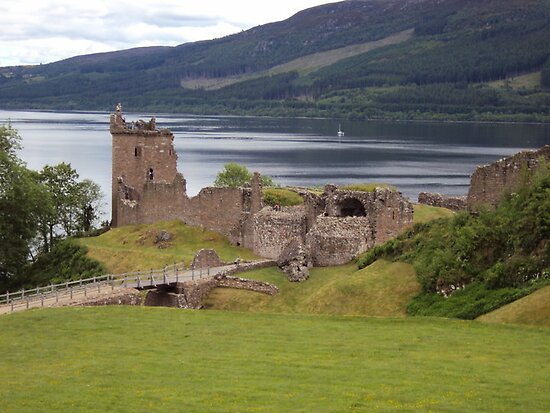 Castle Urquhart by Kenjy8