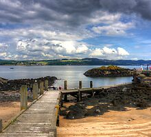 Inchcolm Pier by Tom Gomez