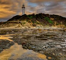 Lighthouse Glow. by Warren  Patten