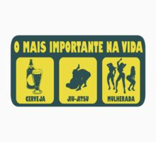 O Mais Important Na Vida - The Important Things in Life (Brazilian Portuguese T-shirt) by mustardofdoom
