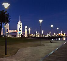 Boardwalk - Geelong by Hans Kawitzki