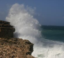Mighty sea, Venus Bay, Eyre peninsular, S.A. by elphonline