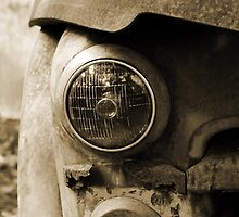 Headlight B&W by Ruben Flanagan