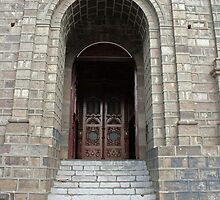 Door of La Matriz Church by rhamm