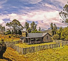 Mount Kate Panorama by TonyCrehan