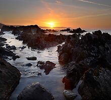 Sunrise at Portwrinkle  by stevieuk