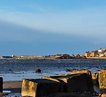 Burghead beach getting stormy. by JASPERIMAGE